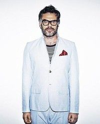 Jemaine Clement has had a lot on his plate since Flight of the Conchords made him, albeit briefly, a sex-symbol (via smh). Bret Mckenzie, Jemaine Clement, Flight Of The Conchords, Boy Pictures, Cute Boys, Beautiful People, Comedy, Mad, Plate