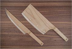 A premiada faca de madeira Maple Set já está disponível para pré-encomenda! O belo conjunto quebra o molde tradicional de facas e reinventa o design clássico, reduzindo o tamanho e peso visual da lâmina.