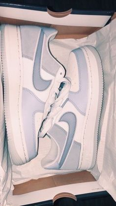 White Nike Shoes, Nike Shoes Air Force, Jordan Shoes Girls, Girls Shoes, Nike Air Force One, Aesthetic Shoes, Hype Shoes, Fresh Shoes, Pretty Shoes