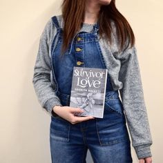 What's your favourite outfit to read in? We love being comfy in dungarees 😍📖 #dungarees #forever21 #bookstagram  #publishing #booknerd #bookworm #bookstagram #publishing #bookme #booknerd #bookclub #reading #author #authorsofinstagram #feelgood #ootd