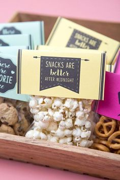 Wedding Reception Food These are the cutest free printable wedding snack favors ever! - Using our free printable tags and your favorite snacks, these darling and cheap favors would make a super fun addition to your wedding reception! Creative Wedding Favors, Inexpensive Wedding Favors, Elegant Wedding Favors, Edible Wedding Favors, Cheap Favors, Wedding Favor Bags, Wedding Favors For Guests, Wedding Favor Printables, Wedding Gifts