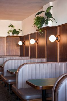 restaurant seating 69 Ideas For Booth Seating Restaurant Design Deco Restaurant, Restaurant Seating, Restaurant Lighting, Modern Restaurant, Restaurant Ideas, Bar Lighting, Lighting Design, Design Café, The Design Files