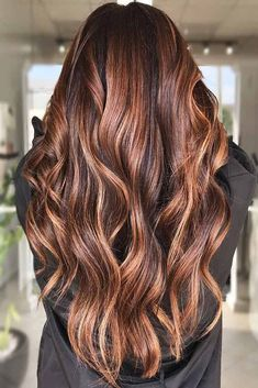 Hair Color 2018 Brunette With Light Chestnut Brown Locks ❤️ Want to find some chestnut hair color ideas? Warm brown hair with highlights, chestnut locks with golden balayage, light ombre for dark hair and more inspiring ideas are here! Chestnut Brown Hair, Brown Blonde Hair, Brown Hair With Highlights, Light Brown Hair, Brunette Highlights, Chestnut Hair Colors, Brunette Hair Warm, Carmel Brown Hair, Dark To Light Ombre
