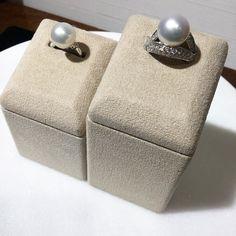 判定鑽石價值的基本元素 鑽石4C 什麼是4C呢 - 4C代表 顏色color)淨度Clarity)切工Cutting)和克拉重量Carat) 鑽石業界和鑑定機構 重要以這4C為標準評及鑽石決定鑽石價值的高低 - 今天先從 成色Color)講起 鑽石成色是指無色的程度 最高等級為無色透明的鑽石因為其稀少價格也相對昂貴 白鑽越偏黃價值越低 儘管鑽石之間的成色差異非常微細但卻也會造成鑽石品質和價格上有極大的差別 - 希望大家會喜歡 WATATSUMI 帶給您的珠寶小知識 如果喜歡我們的文章 也請幫我們分享和按讚喔 我們也會持續努力 帶給大家更多珠寶相關知識 其他三元素請繼續鎖定我們的粉絲專業