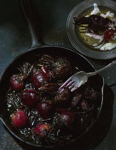 As fall sneaks up on us we start to think about all those rich recipes that satisfy that feeling of hibernation :) really makes it look unbelievably delicious . Rich Recipe, Food L, Fall Harvest, Autumn, Beets, Fall Recipes, Food Photography, Roast, Bbq