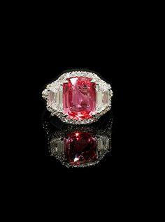 BAYCO CHIC PADPARADSCHA SAPPHIRE DIAMOND RING RINGS Cushion Padparadscha Sapphire and Trapezoid Diamonds