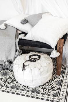 Berber Pouf Wedding Blanket Pouf Moroccan Rug Pouf #251 Bohemian Pouf Tribal Pouf Handira Pouf MOROCCAN POUF