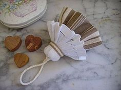 shabby fabrics tutorials how to make * shabby fabrics tutorials how to make Coin Couture, Craft Projects, Projects To Try, Glands, Shabby Fabrics, Felt Material, Creation Couture, Sewing Crafts, Tassels