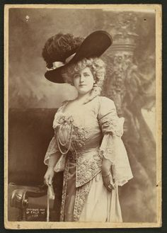 Lillian Russell, zaftig beauty of the Belle Epoch.  I KNEW that us voluptuous girls were around before implants.