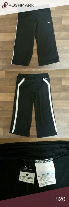 Like new! Women's NIKE DRI-FIT CAPRI PANTS Women's size large, Nike Drifit capri pants. Excellent condition. Nike Pants