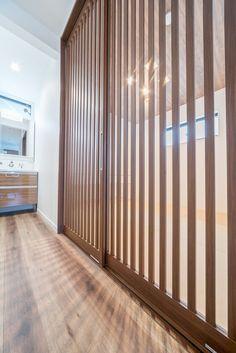 VERITIS (ベリティス)引戸専用デザイン HC型の素敵な施工事例。シンプルで使いやすい「引戸専用デザイン」。Y様邸のお洒落な和室の引き戸は、和のテイストを取り入れた「格子戸デザイン」、ベリティスの新デザインです。 #ベリティス #引戸 #格子 #パナソニック #HC型 #シック