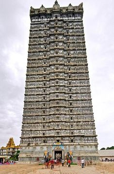 Murudeshwar Shiva Temple in Karnataka. 20 stories and 249 feet tall. Two life-size elephants in concrete stand guard at the steps leading into the temple. Indian Temple Architecture, India Architecture, Ancient Architecture, Cultural Architecture, Tourist Places, Places To Travel, Places To See, Temple India, Hindu Temple