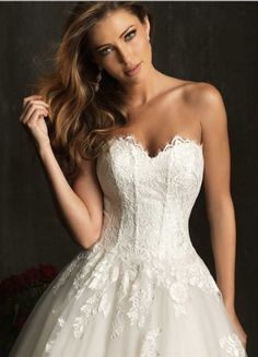 Cheap Bridal Shop 2013 New Style Tulle Ballgown Sweetheart Chapel Train Lace Appliques And Beaded Wedding Dress