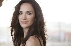 Kate Siegel was born on August 1982 in Silver Spring, Maryland, USA as Kate Gordon Siegelbaum. She is an actress and writer, known for Hush She has been married to Mike Flanagan since February Middle Aged Women, Mary Elizabeth Winstead, House On A Hill, Hello Gorgeous, Pure Beauty, Celebs, Celebrities, Beautiful Actresses, Celebrity Crush
