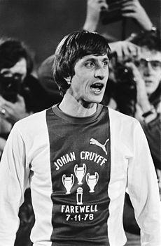 Johan Cruyff - Wikipedia, la enciclopedia libre Love him Football Icon, Best Football Players, Good Soccer Players, Football Design, Arsenal Football, School Football, Sport Football, Football Shirts, Fc Barcelona