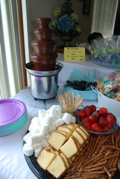 chocolate fountain foods Love the idea of throwing a little pound cake in the mix along w/the marshmallows :) Chocolate Fountain Wedding, Chocolate Fountain Recipes, Chocolate Fountains, Chocolate Fondue Bar, Chocolate Snacks, Fondue Party, Casino Cakes, Sweet 16 Parties, Best Chocolate