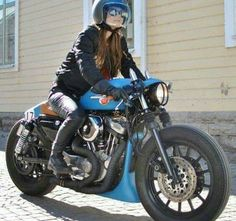 """Blue"" Custom Harley-Davidson XL 1200S Sportster 1991-2003 by Federico Motors | Clip-on handlebars | One-off exhaust system | Cut-off rear fender struts | One-off seat cowl #harleydavidsonsportsterwomen #harleydavidsonsportstercustom"