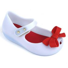 Mini Melissa Ultragirl Bow – THESE must be our next ones. I love that they combine odd colors together.