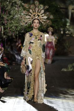 Dolce & Gabbana Fall/Winter 2015-2016 Fashion Show--This coatdress that is almost like a dressing gown is similar to turn-of-the-century Art Nouveau fashions.