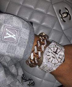 Image about luxury in bling bling bitches✨💎 by Mursal Bijoux Louis Vuitton, Cute Jewelry, Jewelry Accessories, Gold Jewelry, Jewelry Rings, Women Accessories, Boujee Aesthetic, Mode Blog, Accesorios Casual