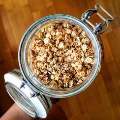 PEČENÝ MÜSLI ZÁKLAD S MEDEM A MELASOU Acai Bowl, Cereal, Breakfast, Food, Acai Berry Bowl, Morning Coffee, Essen, Meals, Yemek