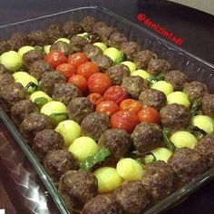 "31 Beğenme, 1 Yorum - Instagram'da Tuba Üresin (@bugunnepisirsemm): ""By @denizintadi - MİSKET KÖFTE 750 gr kıyma 1 yumurta 1 iri kuru soğan (rendelenmiş) Tuz 1…"" Turkish Recipes, Italian Recipes, Meat Recipes, Cooking Recipes, Good Food, Yummy Food, Middle Eastern Recipes, Arabic Food, Iftar"