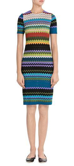 Der Seventies-Trend bei Missoni? Ein Heimspiel! Das Strick-Dress mit dem typisch bunten Muster ist perfekt für den neuen Look #Stylebop