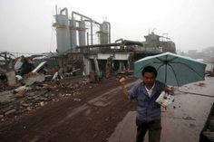 03/07/2012- SHANGHAI,  Migliaia di persone sono scese in piazza per bloccare la costruzione di una raffineria di metalli pesanti a Shifang, nella provincia sud occidentale del Sichuan.    I manifestanti, che sono riusciti nel loro intento, protestano per i rischi ambientali che l'impianto potrebbe provocare nella zona. I manifestanti si sono radunati davanti ad alcuni palazzi governativi e la polizia e' intervenuta con lancio di lacrimogeni. Due persone sono morte e almeno 13 sono state…