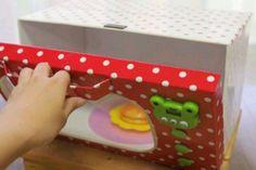 姪がなんでもかんでもレンジでチンしたがるので、作ってあげました。 キッチンタイマーが付いてるので音もなります。ダイソーで400円+家にあったもので、一応電子レンジと認識してくれました… Baby Crafts, Felt Crafts, Diy And Crafts, Baby Play House, Cardboard Kitchen, Diy For Kids, Crafts For Kids, Diy Play Kitchen, Pretend Food