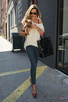 A simple & nice outfit for meeting the girls for lunch, running around doing errands or picking up the kids. That adorable puppy is the cherry on top.
