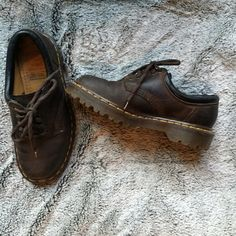 25d974c75a77 Vintage Doc Martins These brown Doc Martens are a classic
