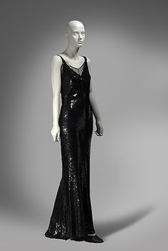 Chanel evening ensemble ca. 1930 24 Fierce Gowns That Scream World Domination Vintage Outfits, Vintage Gowns, Vintage Mode, Charles James, 1930s Fashion, Art Deco Fashion, Timeless Fashion, Vintage Fashion, Vestidos Vintage