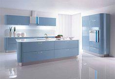 Originální zaoblené linie kuchyně Kira jsou dokonale umocněny vestavěnými spotřebiči od designéra Karima Rashida. Oblé tvary i barva odpovídají módním retro trendům;  Gorenje