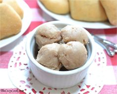 This salty-sweet/cinnamon-honey Texas roadhouse butter is so creamy and delicious. A delicious spread for side dishes. Texas Roadhouse Recipes, Texas Roadhouse Butter, Texas Roadhouse Rolls, Milk Recipes, Great Recipes, Cookie Recipes, Easy Recipes, Favorite Recipes, Homemade Rolls
