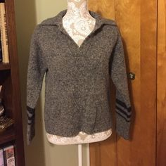 A&F Wool sweater In excellent condition. 100% wool Abercrombie & Fitch Sweaters