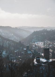 5 Ziele für Tagesausflüge in die Eifel | HELLO WANDER Die Eifel, Camper, Wonderful Places, Hiking Trails, Day Trips, Caravan, Travel Trailers, Motorhome, Campers
