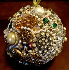 Glittering Upcycling: 14 Unique Ways to Reuse Old or Broken Jewelry Glittering . - Glittering Upcycling: 14 Unique Ways to Reuse Old or Broken Jewelry Glittering Upcycling: 14 Uniqu - Costume Jewelry Crafts, Diy Jewelry Rings, Diy Jewelry Unique, Diy Jewelry To Sell, Vintage Jewelry Crafts, Jewelry Tree, Diy Jewelry Making, Jewelry Tools, Costume Necklaces