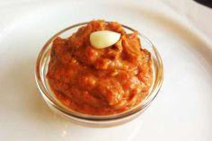 Aus Paprika und Aubergine lässt sich ganz leicht eine leckere Creme zaubern. Als Aufstrich für ein Paleo Brot oder als Dip für rohe Gemüse-Sticks.