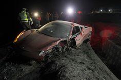 Sob efeito de álcool, Vidal bate com Ferrari e fica detido à noite na polícia +http://brml.co/1Fm5qGk