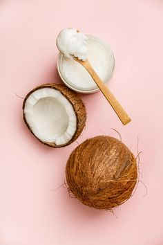 Coconut oil for hair: natural hair care Natural Beauty Tips, Clean Beauty, Natural Hair Care, Natural Skin, Natural Hair Styles, Coconut Cream, Coconut Oil, Natura Cosmetics, Skin Products
