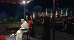Pape François - Pope Francis - Papa Francesco - Papa Francisco - Pope Francis leads the Way of the Cross at the Colosseum