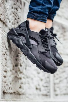 Triple Black Huarache|| By Nike
