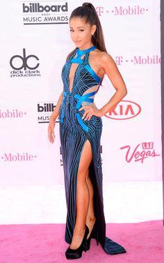 Ariana Grande veste Atelier Versace no Billboard Music Awards