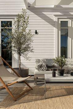 Outdoor Spaces, Outdoor Living, Outdoor Decor, Nordic Design, Home Design, Olivier En Pot, Exterior Design, Interior And Exterior, Pella Hedeby