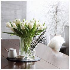 Tulpen ...Tulips ...Dekoration ...Decoration ..Living ...Wohnen http://lieblingsidee.blogspot.de/2015/01/januar-und-die-ersten-fruhlingsboten.html