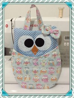 Coruja lixinho de carro Owl Fabric, Fabric Crafts, Sewing Crafts, Sewing Projects, Owl Patterns, Sewing Patterns, Owl Quilts, Owl Bags, Felt Owls
