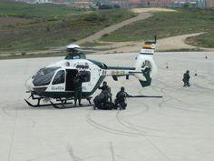 Guardia Civil en exhibición de operación con helicóptero #gar #guardiacivil Airsoft, Police Cars, Planes, Historia, Emergency Vehicles
