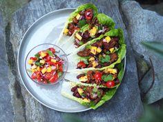 Taco med mangosalsa i salatblad