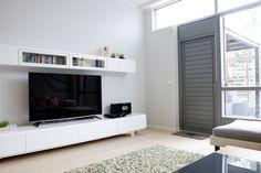 detaljee+4+sisustussuunnittelu+sisustussuunnittelija+interiordesigner+helsinki+pääkaupunkiseutu+kotisuunnittelu+olohuone+muurame+TV-taso