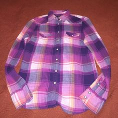 American Eagle flannel Perfect fall flannel and great colors and condition! Fits medium but is a little on the smaller side American Eagle Outfitters Tops Button Down Shirts